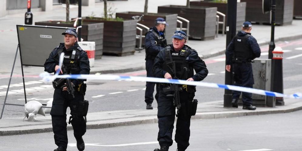 Polizia londinese dopo l'attacco al London Bridge del 4 giugno scorso