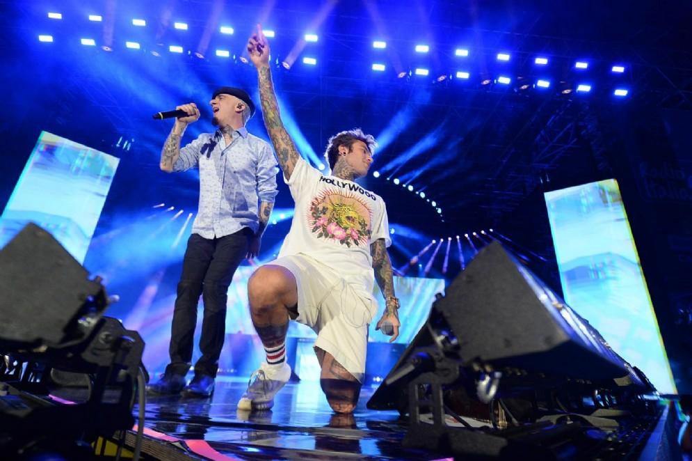 Fedez e J-Ax sul palco
