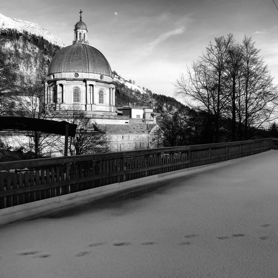 L'eleganza del Santuario di Oropa in bianco e nero