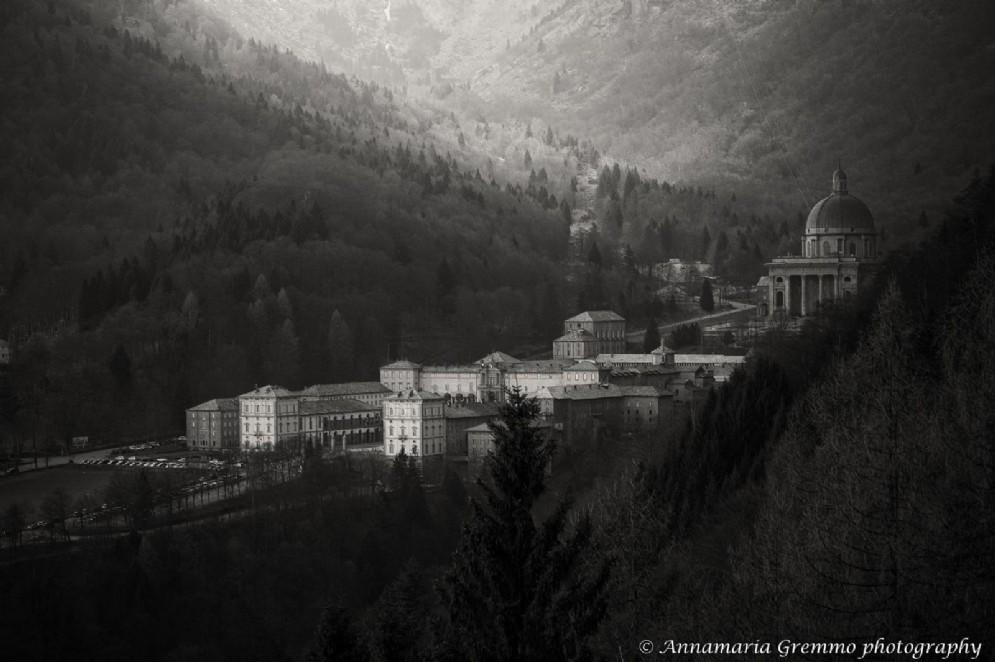 Visione del Santuario di Oropa in bianco e nero