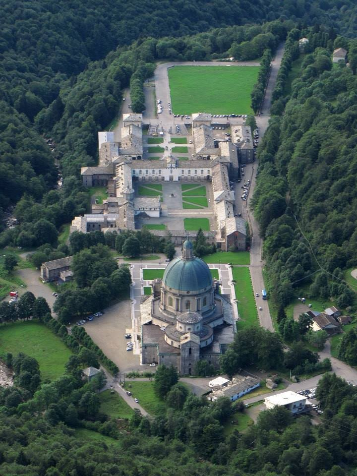 Spettacolare prospettiva dall'alto del complesso del Santuario di Oropa
