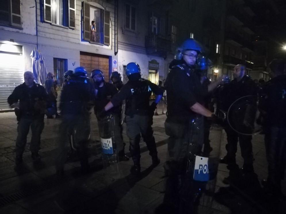 La polizia schierata in zona Vanchiglia