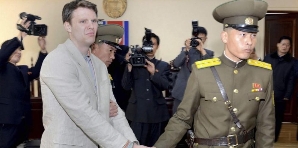 Lo studente americano Otto Warmbier al momento della sua liberazione