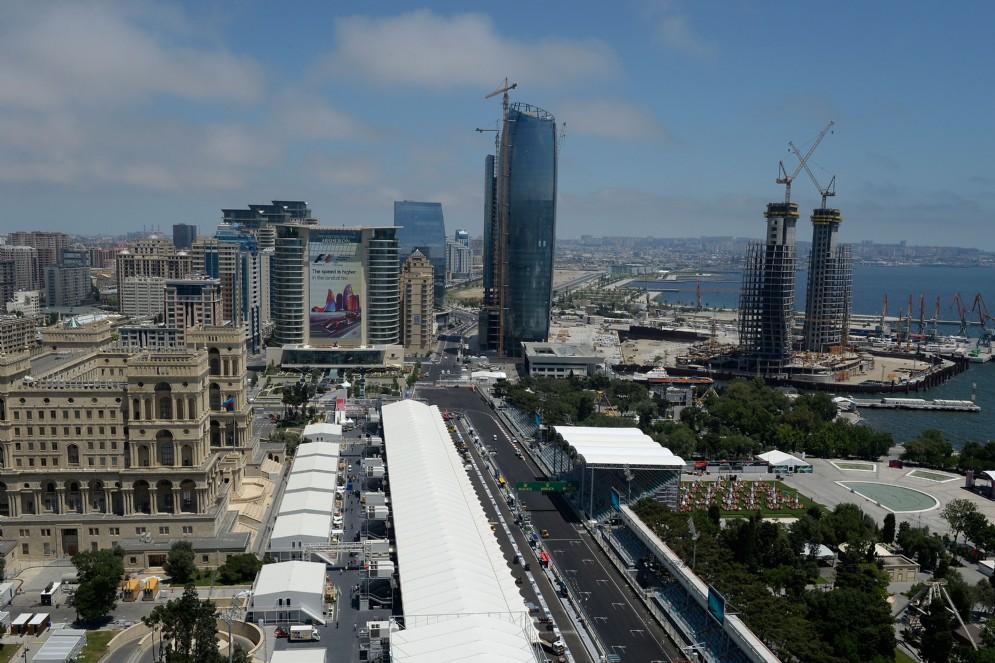 Una vista dall'alto del circuito cittadino ricavato nella capitale azera