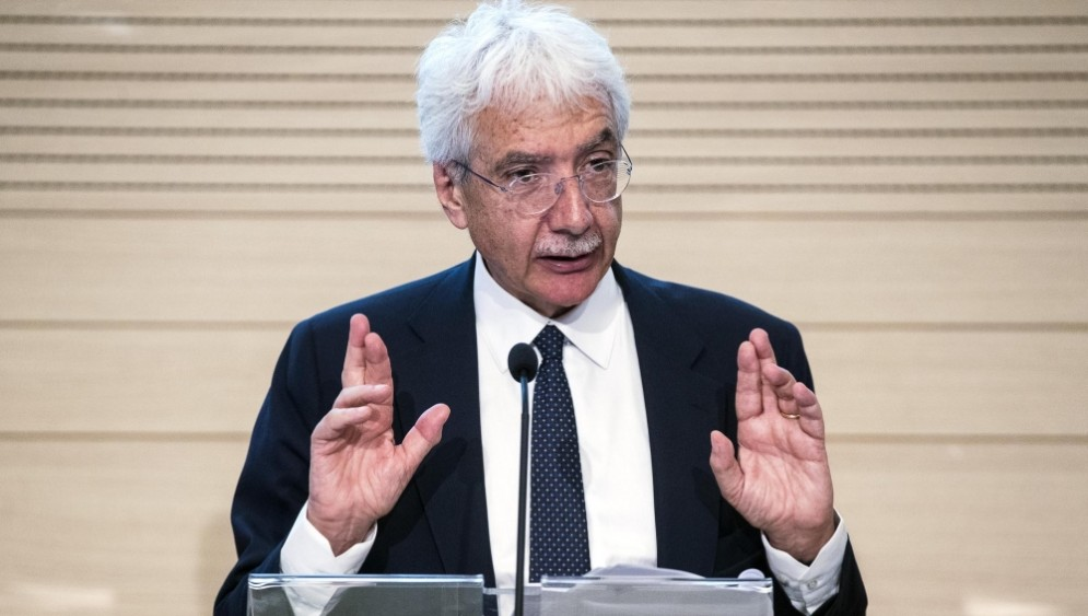 Il presidente dell'Ivass, Salvatore Rossi, lancia l'allarme sulle polizze vita dormienti.