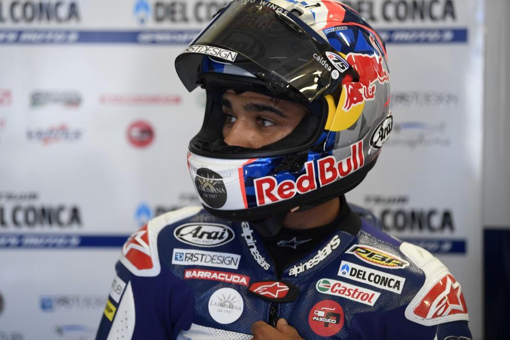 Jorge Martin, il leader della prima giornata del Gran Premio d'Olanda in Moto3, ai box