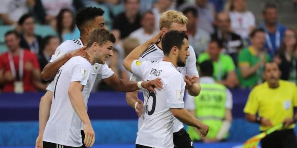 La Germania si è qualificata per le semifinali della Confederations Cup vincendo il gruppo B grazie al successo di oggi per 3-1 sul Camerun.