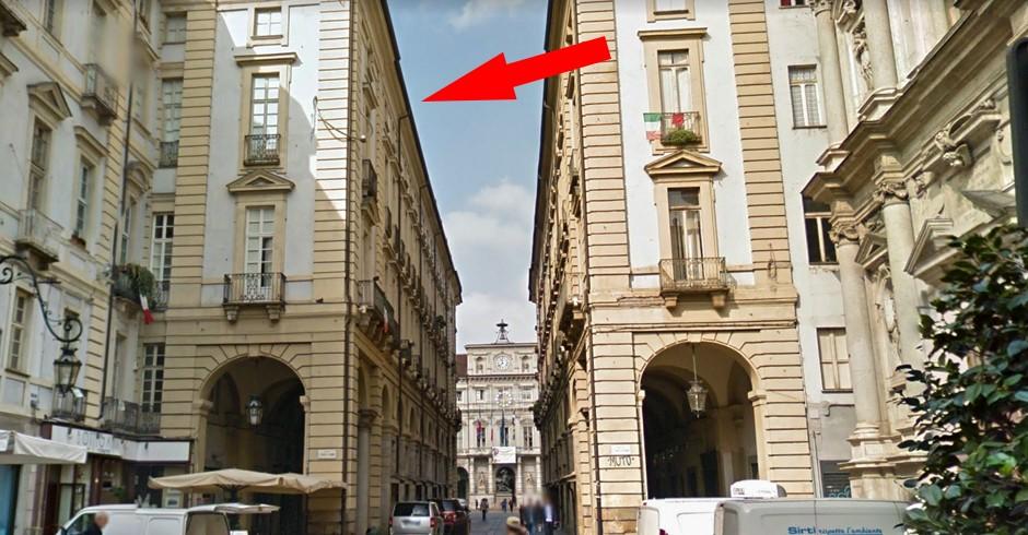 «Palazzo con il piercing»