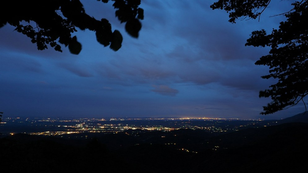 Panoramica notturna della nostra città dall'Oasi Zegna