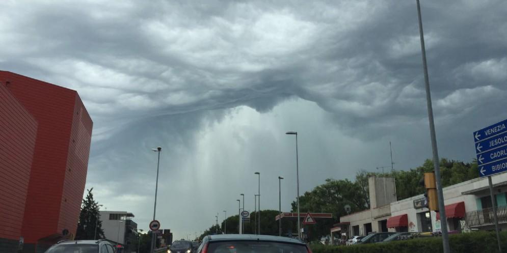 Gigantescocono di pioggia sulle coste venete
