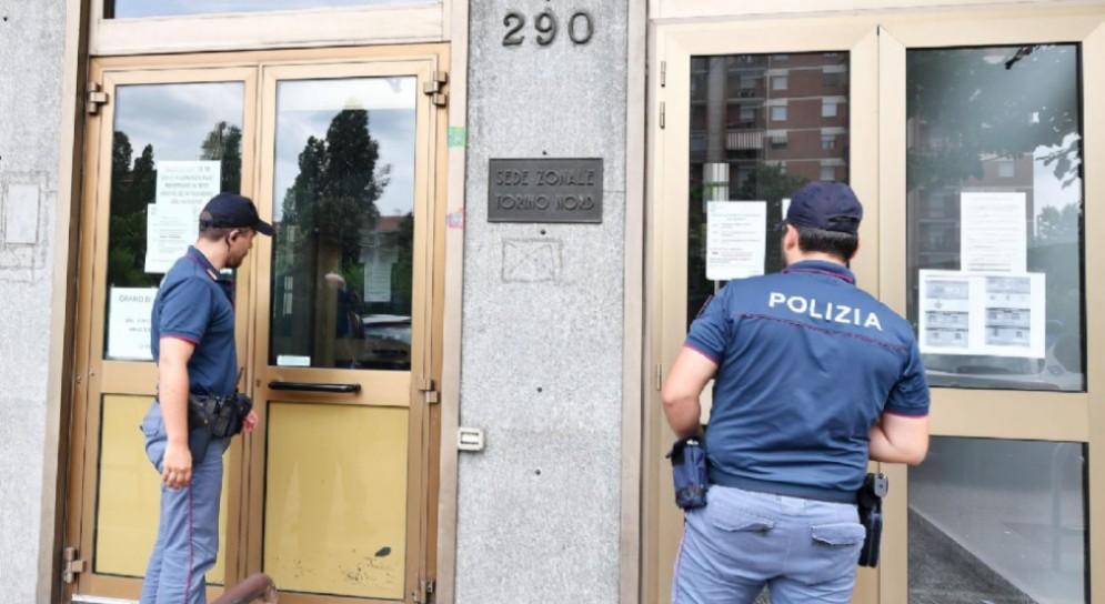 Polizia di Stato davanti la sede dell'INPS