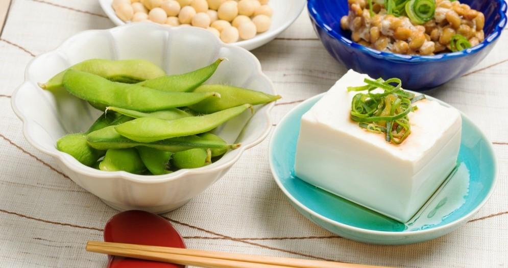 Mangiare soia riduce il rischio di menopausa precoce