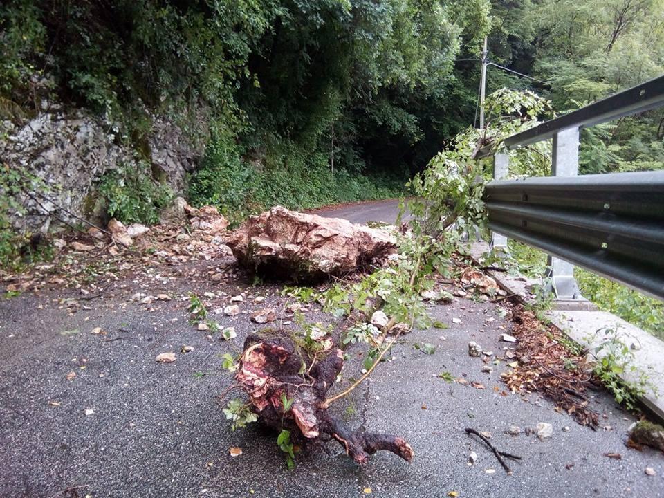 Strada interrotta da Ponte Miscecco a Podresca