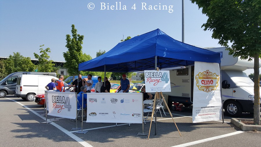 Lo stand del Biella 4 Racing presente al 7° Rally della Lana Storico