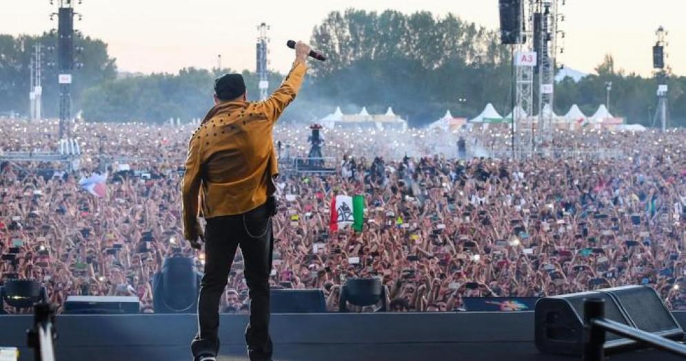 Vasco Rossi durante il concerto di Modena