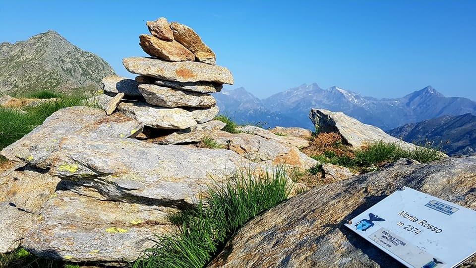 La cima del Monte Rosso (2374 m)