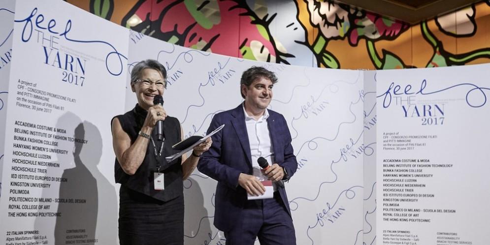 la premiazione di Feel the Yarn, a destra Davide Marcante Ad di Biella Yarn