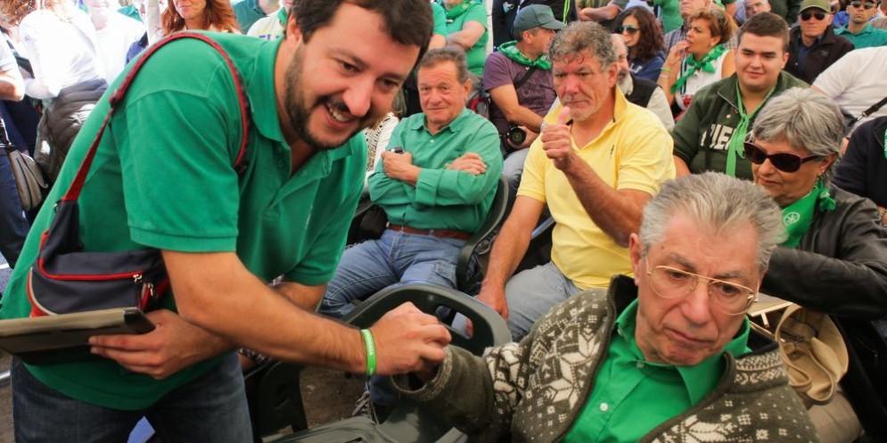 Il leader della Lega Matteo Salvini con il fondatore Umberto Bossi