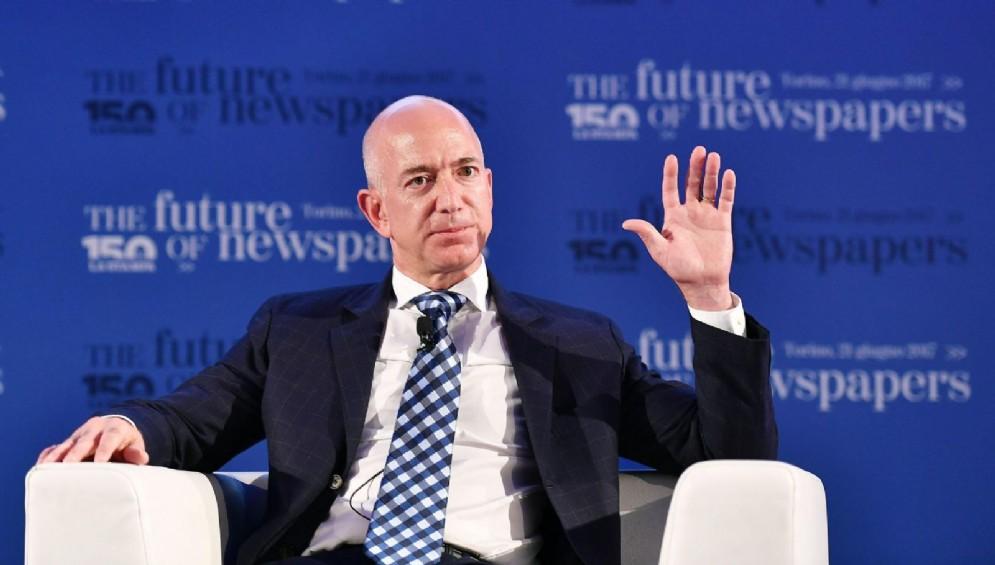 Jeff Bezos, fondatore di Amazon, durante la conferenza 'Il futuro dei giornali' con i principali protagonisti mondiali del settore dell'informazione, in occasione dei 150 anni de La Stampa