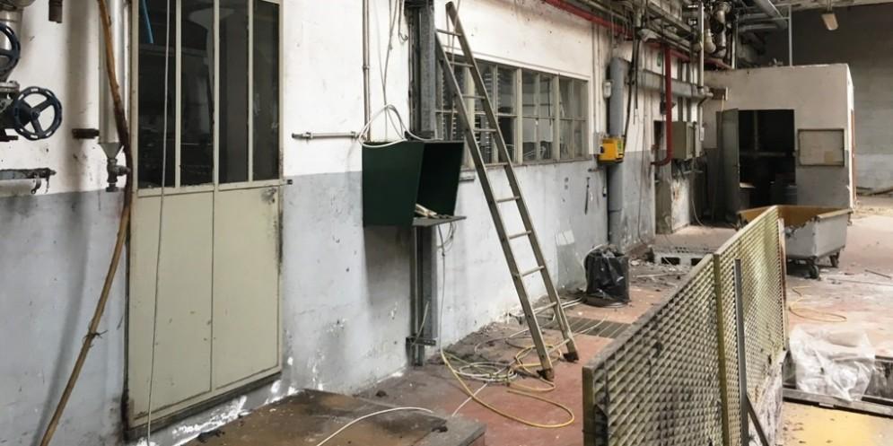 La fabbrica dove è avvenuto l'arresto da parte dei Carabinieri