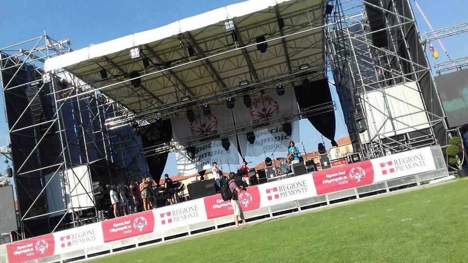 Il palco della cerimonia di apertura allo stadio La Marmora