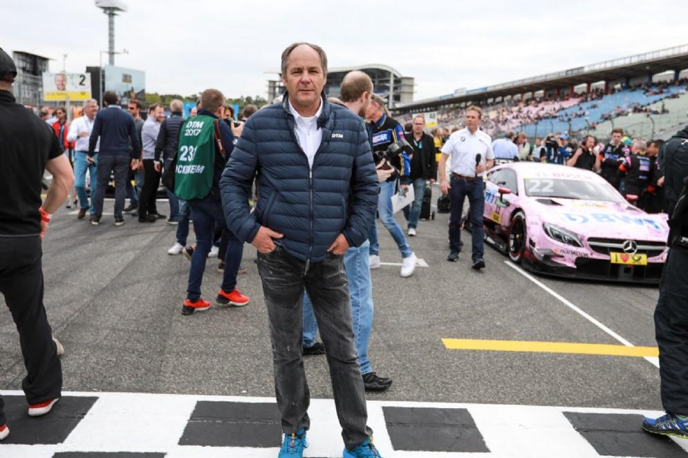 Il boss Gerhard Berger sulla griglia di partenza di una gara del Dtm