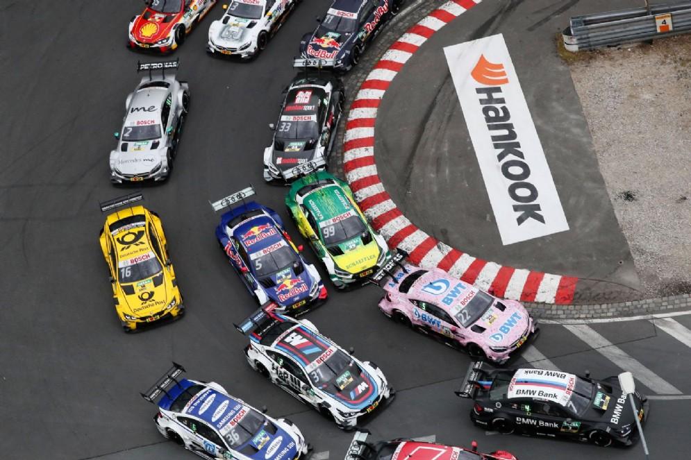 Una fase dell'ultima gara del campionato turismo tedesco a Norimberga