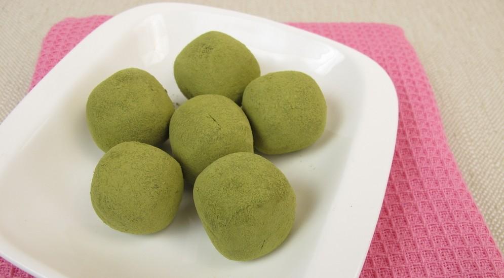 Praline al cioccolato e tè verde