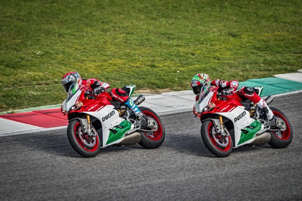 Chaz Davies e Marco Melandri con la Ducati Panigale R Final Edition in pista a Laguna Seca