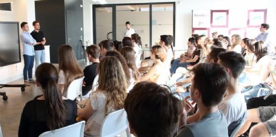 Lo spazio accoglie anche diversi corsi di formazione,  la foto ritrae ad es. un intervento del Marketing Manager di Hype, startup sostenuta da Banca Sella