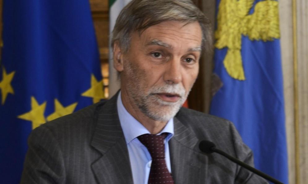 Il ministro dei Trasporti, Graziano Delrio, si scaglia contro il Fiscal Compact.