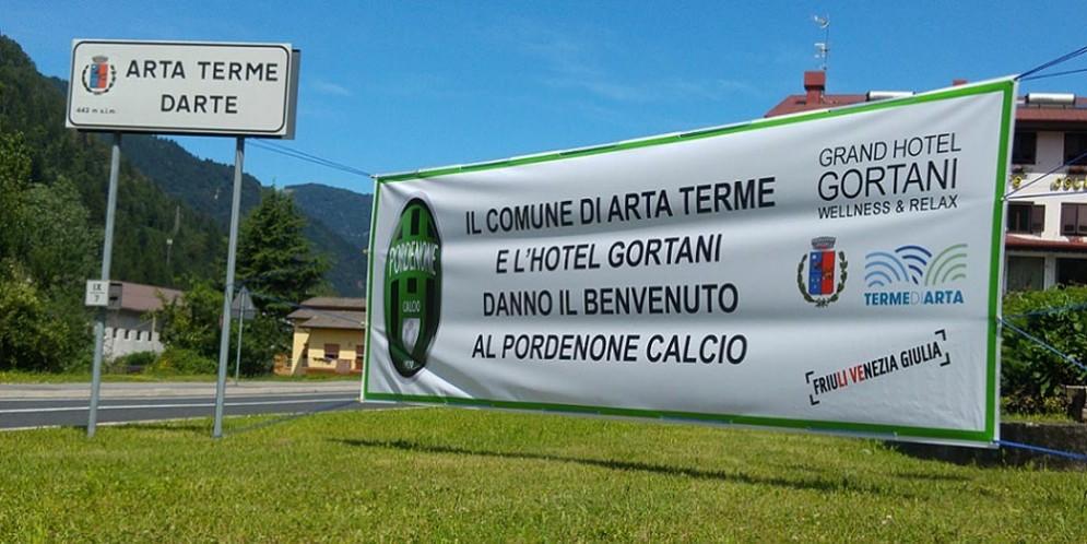 Striscione di 'Benvenuto' per il Pordenone Calcio