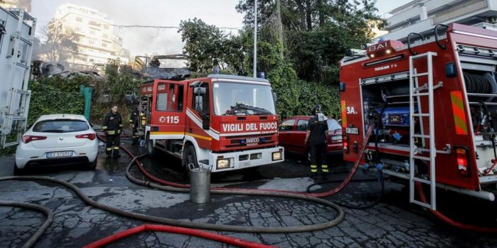 Pegli, fuga di gas in via Salgari: residenti di un palazzo evacuati e poi rientrati