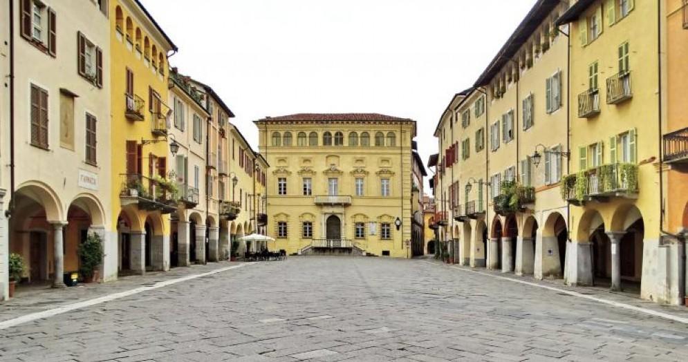 Uno scorcio di Piazza Cisterna al Piazzo