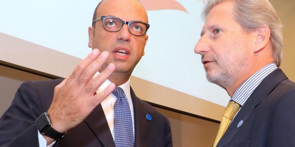 Il ministro degli Esteri italiano Angelino Alfano e il commissario europeo per i negoziati di allargamento European Commissioner Johannes Hahn