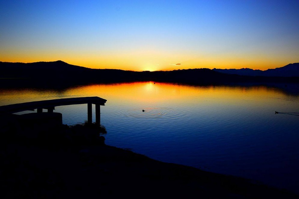 Meraviglioso tramonto sul lago di Viverone