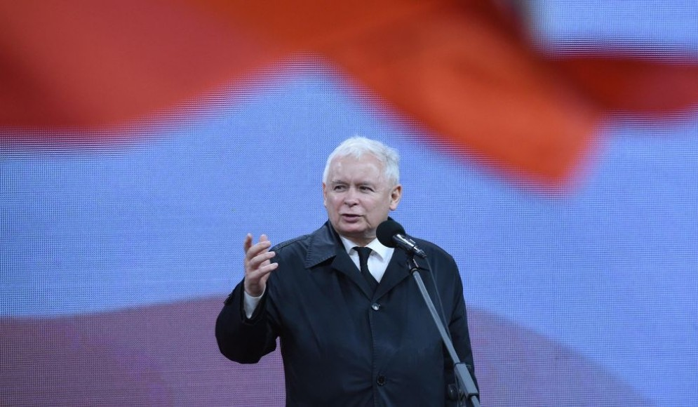 L'ex premier polacco Jaroslaw Kaczynski ha chiesto un risarcimento all'UE.