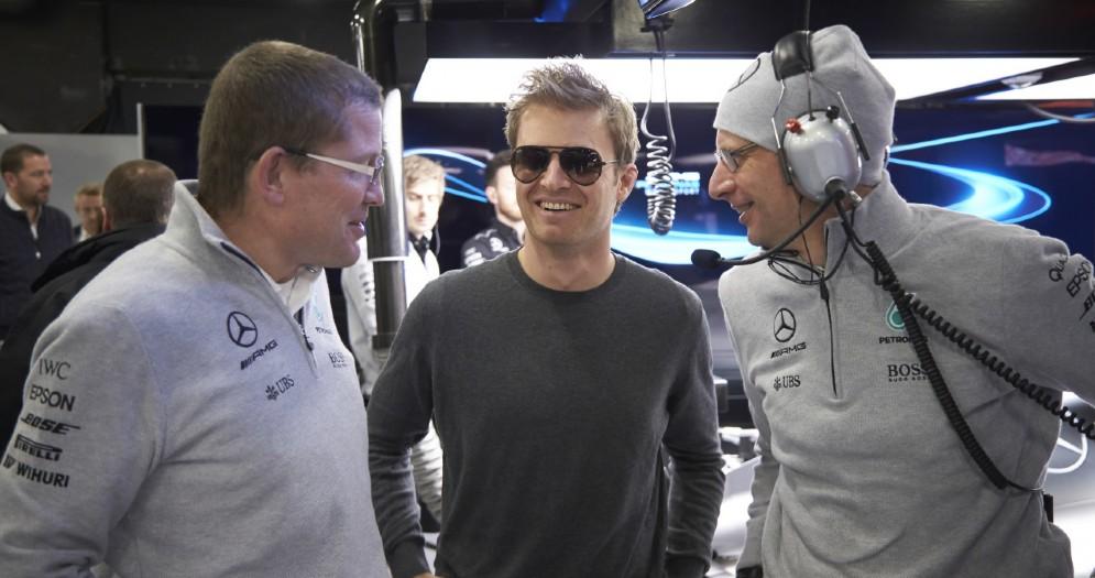 Nico Rosberg in visita ai box della Mercedes