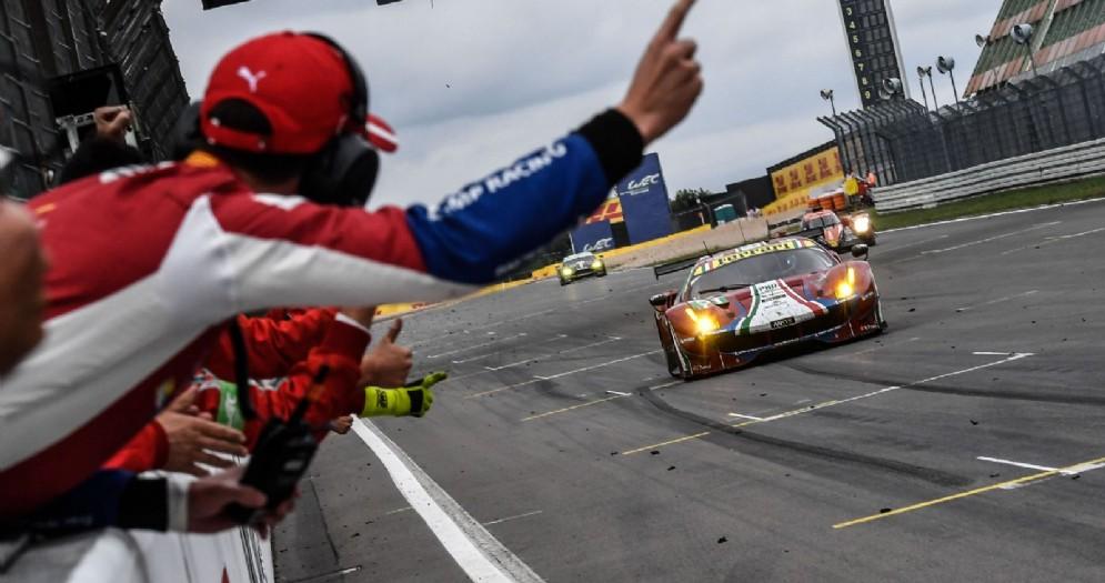 La Ferrari 488 Gte del team Af Corse taglia il traguardo vincitrice alla 6 Ore del Nurburgring