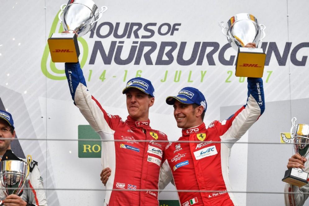 James Calado e Alessandro Pier Guidi sul gradino più alto del podio