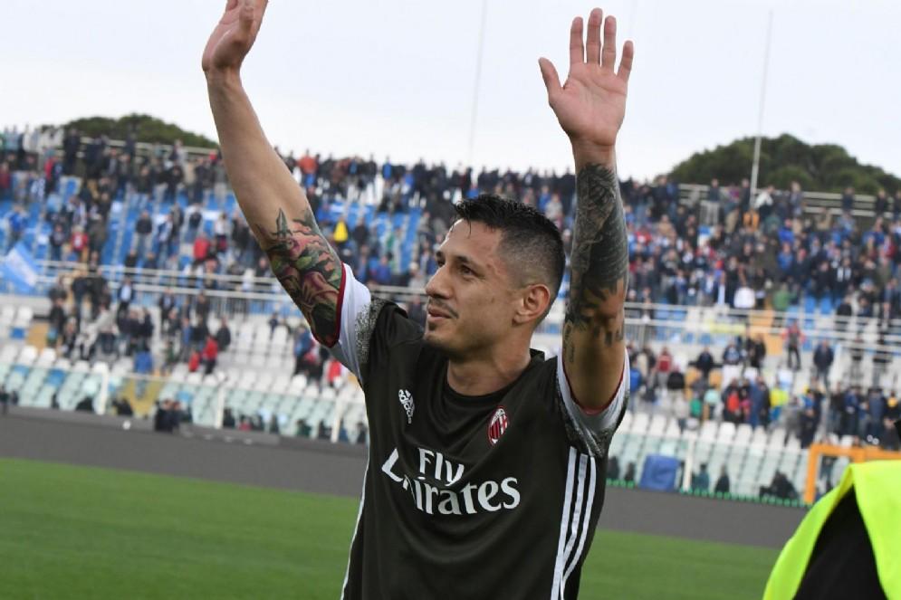 Gianluca Lapadula saluta i suoi vecchi tifosi
