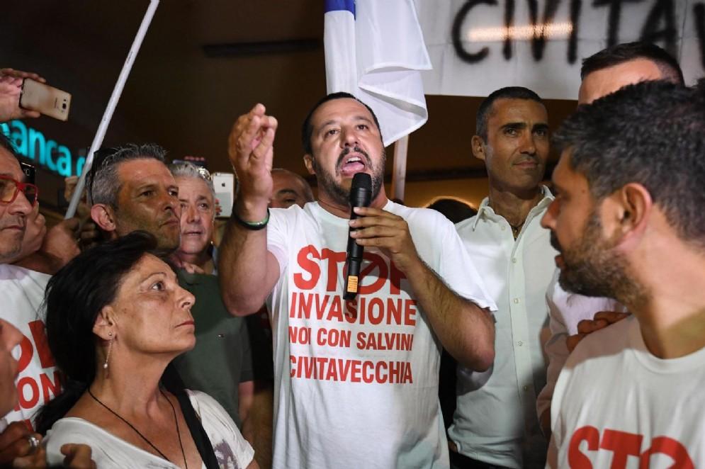 Matteo Salvini rivendica la leadership del centrodestra e gela Silvio Berlusconi