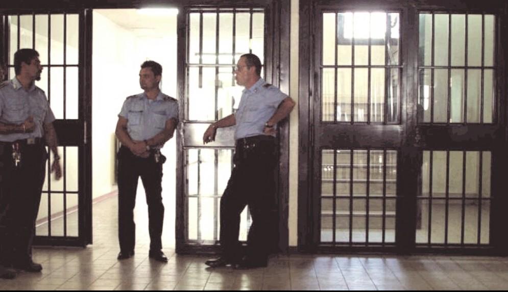 Agenti della Polizia penitenziaria al lavoro
