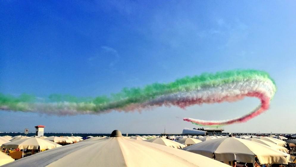 Le Frecce Tricolori non deludono: grande spettacolo sui cieli di Lignano (© @michi7mc)
