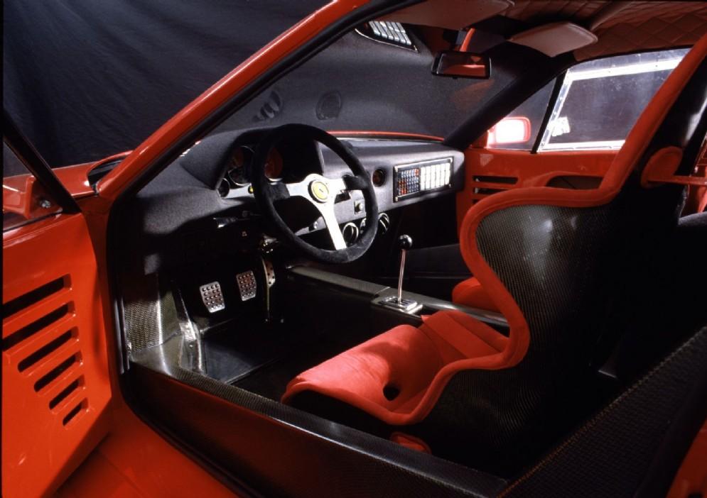 Gli interni della Ferrari F40