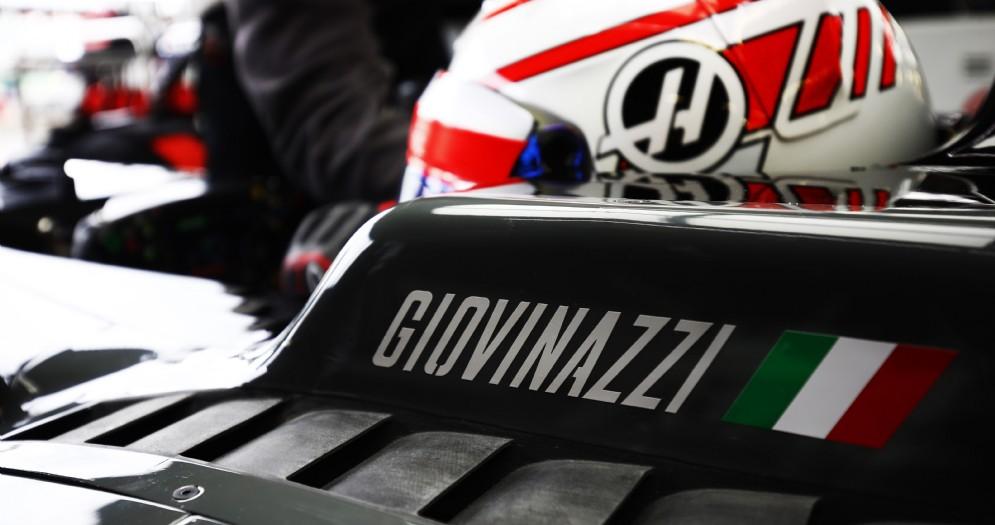Antonio Giovinazzi nell'abitacolo della Haas durante le prove libere a Silverstone