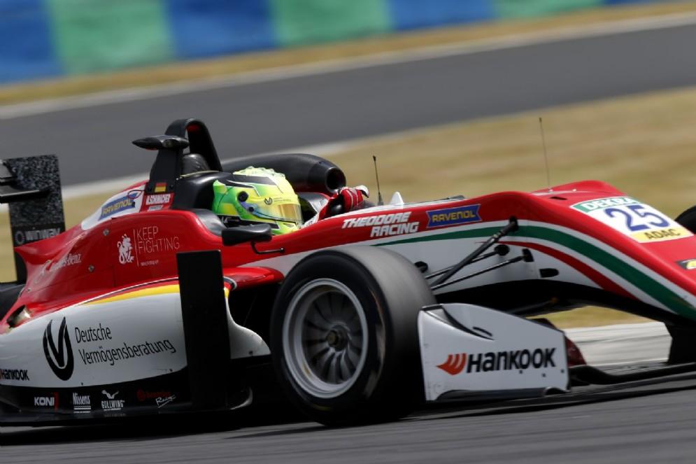 Schumacher sulla sua monoposto del team Prema