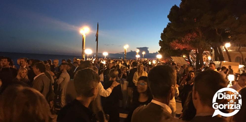 """Al tramonto sul Lungomare Nazario Sauro di Grado """"Cena Spettacolo"""" dei Solisti del Gusto di Fvg Via dei Sapori"""