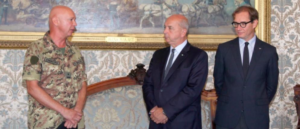 Roberto Dipiazza con il presidente della SVGB Mitja Gialuz e il generale Bruno Morace, comandante militare del FVG