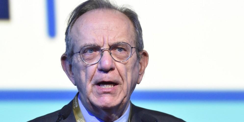 Il ministro dell'Economia, Pier Carlo Padoan, ha commentato la scelta di Macron.
